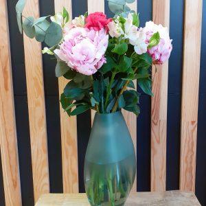 bouquet pivoines et rose en vase